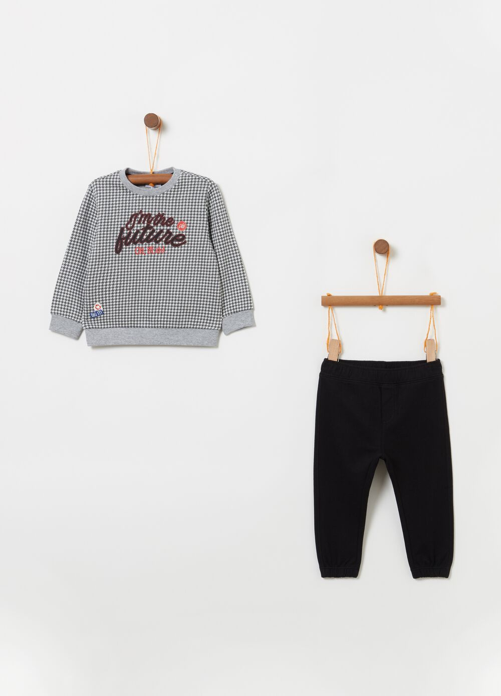 Check jogging set with sweatshirt and trousers
