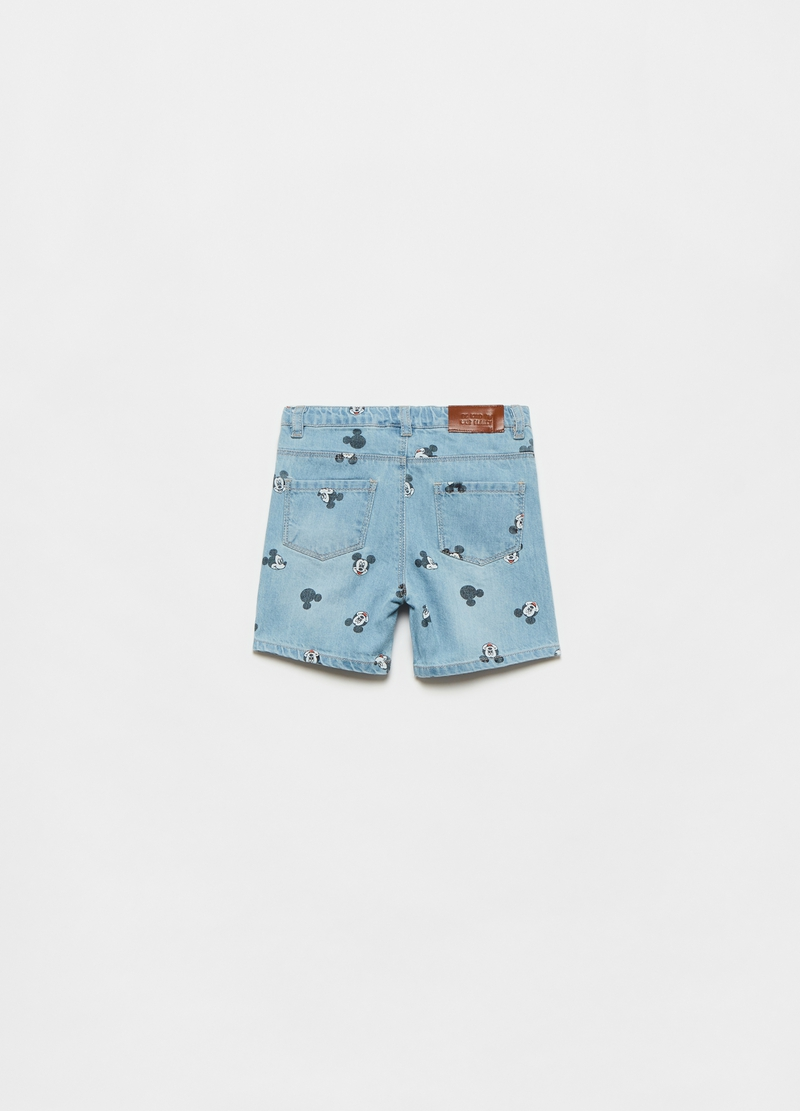 Shorts in denim con stampa Topolino all-over image number null