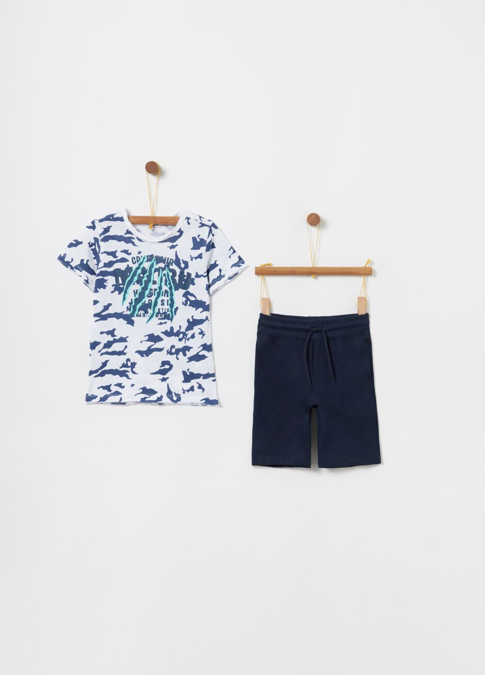 Camouflage T-shirt and shorts jogging set