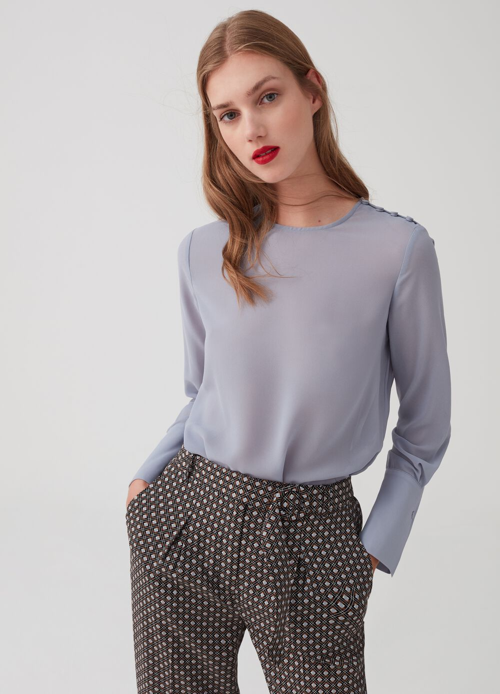 Blouse with wide sleeves and high cuffs with small buttons