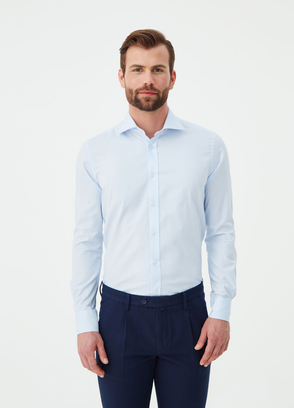 Slim-fit shirt with cutaway collar and placket