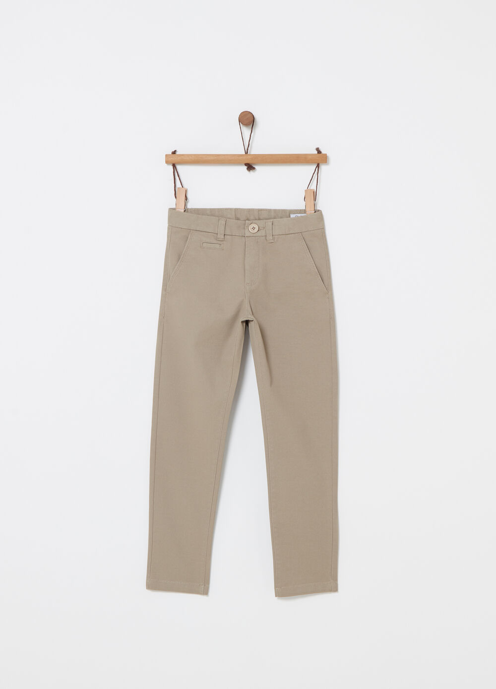 Pantalone chino slim fit con tasche