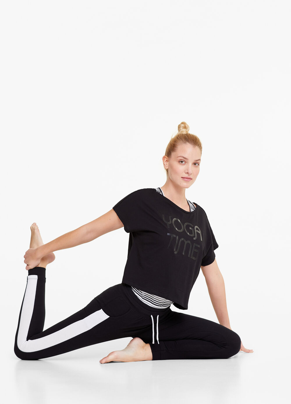 Gym leggings with drawstring and pockets