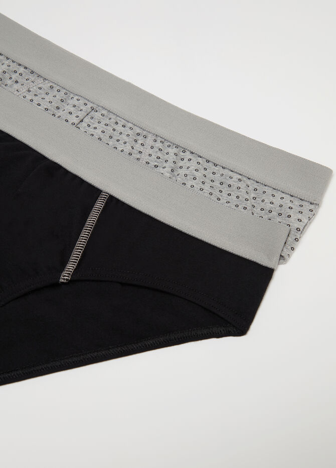 Two-pack patterned briefs with internal elastic