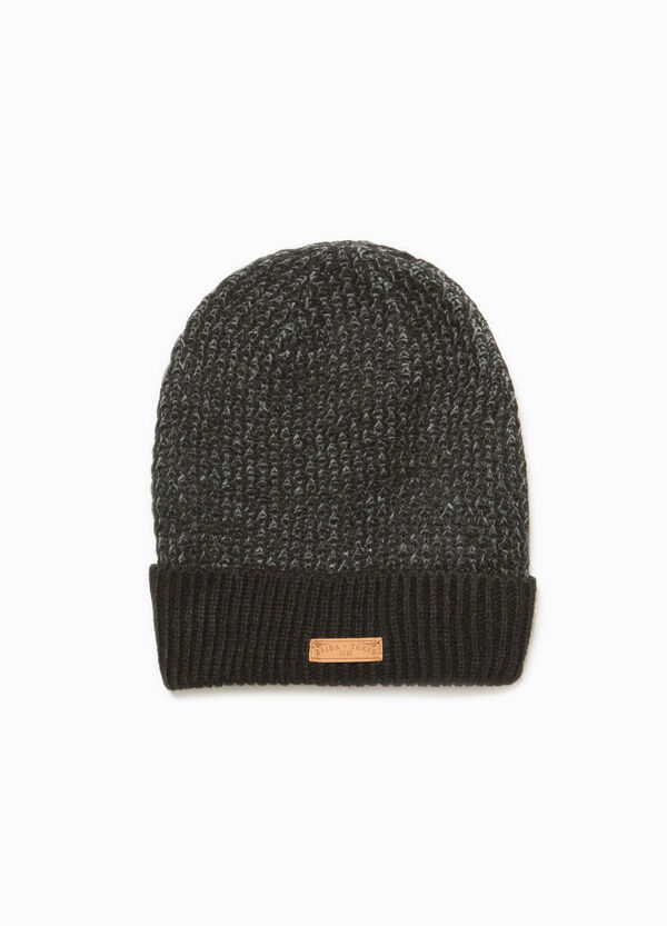 Beanie cap with ribbing and patch