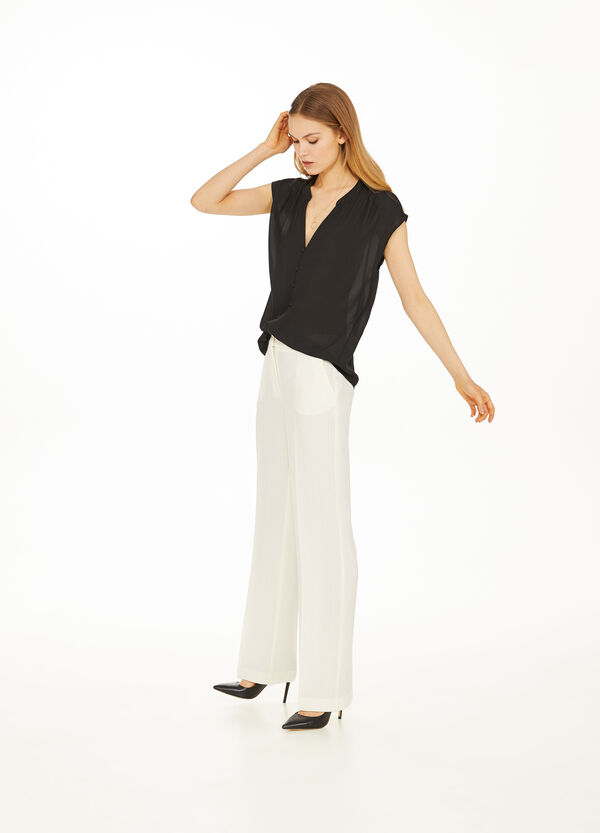 Blouse with capped sleeves