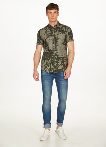 Casual shirt in cotton with foliage pattern
