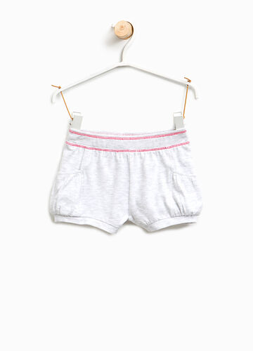 Stretch shorts with contrasting stitching