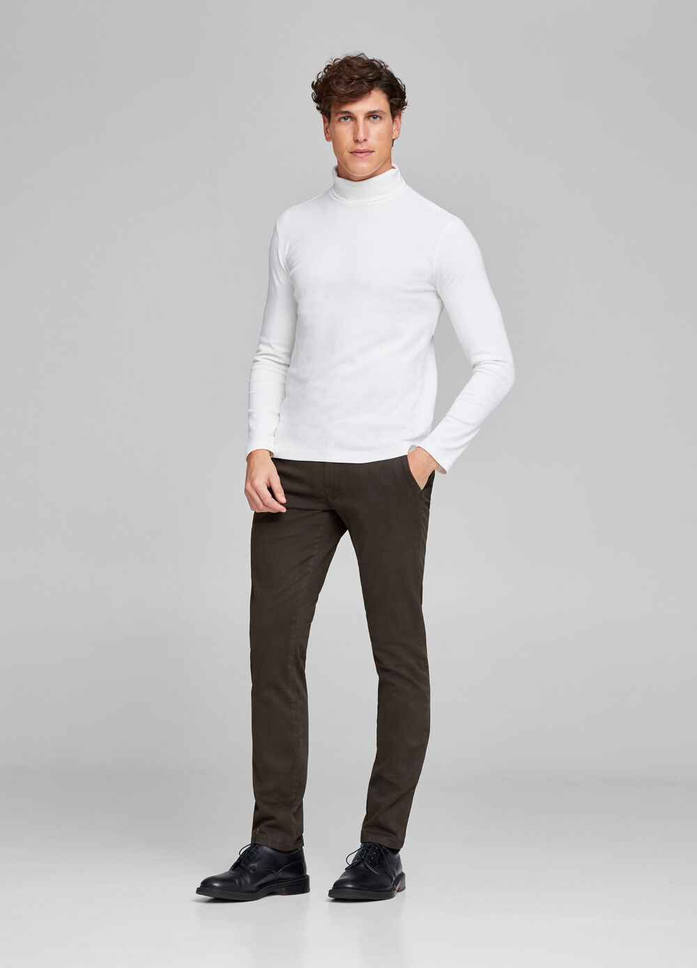 Slim fit chino trousers with micro pattern