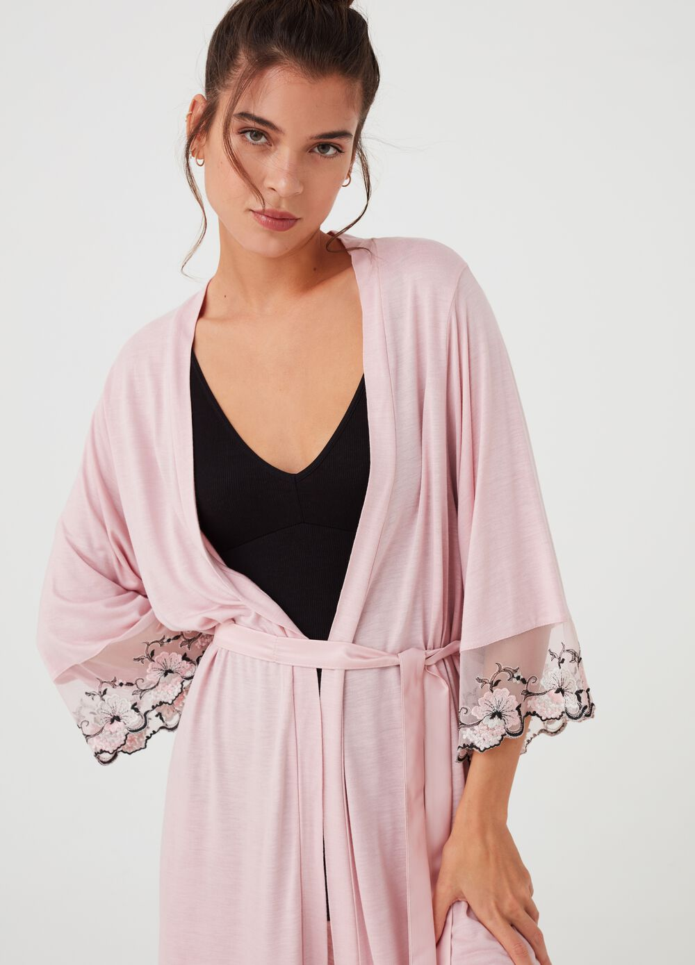Dressing gown with lace insert