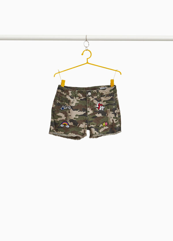 Camouflage denim shorts with patches