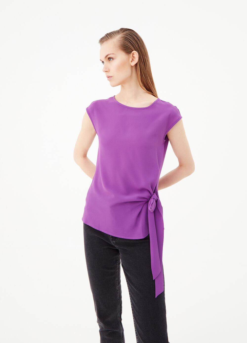 Blouse with cap sleeves and knotted detail