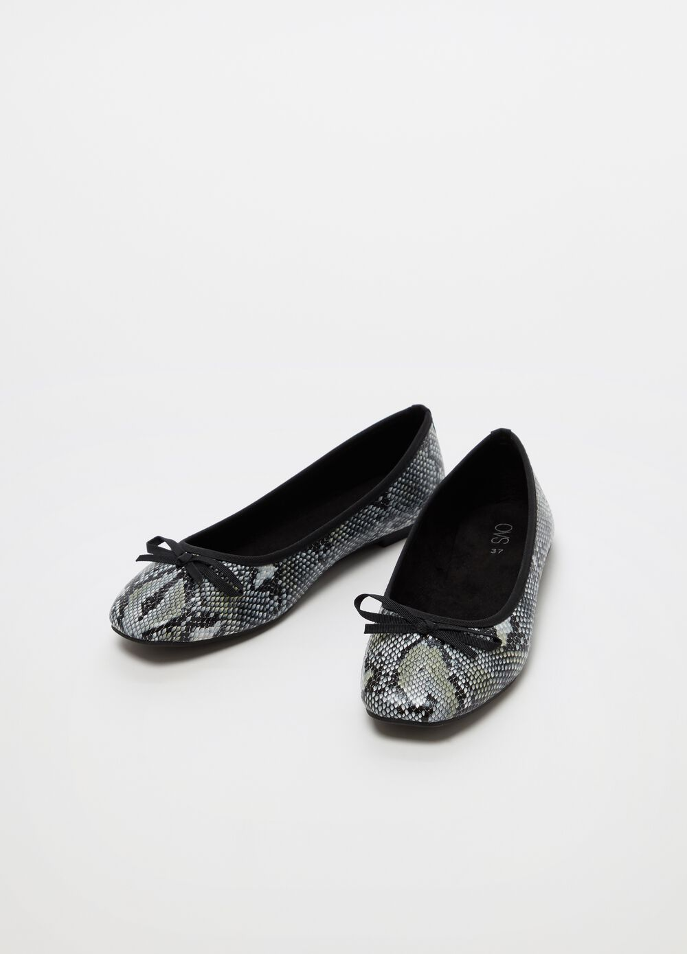 Ballerina flats with snakeskin print and flat heel