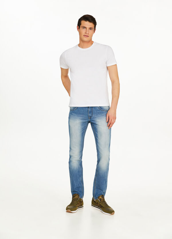Jeans slim fit maltinti con scoloriture