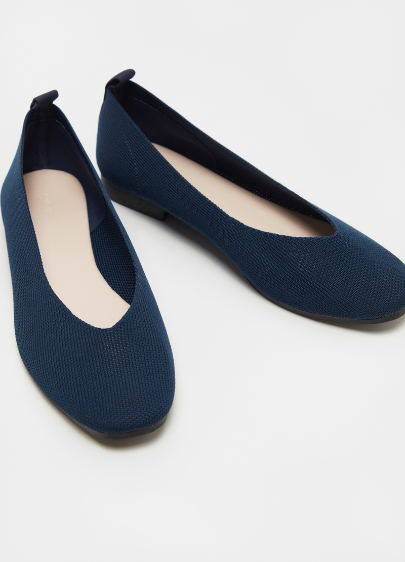 Solid colour pointed ballerina flats image number null
