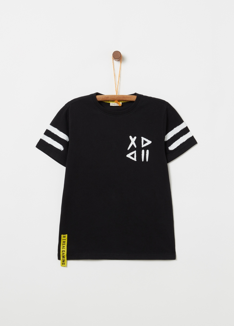 T-shirt with lettering patch and geometric print image number null