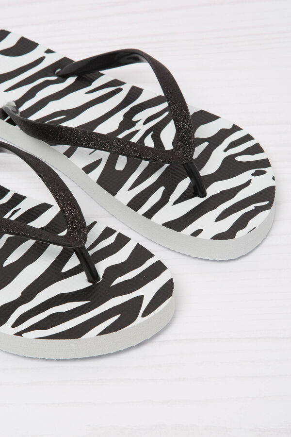 Animal print thong sandals. | OVS