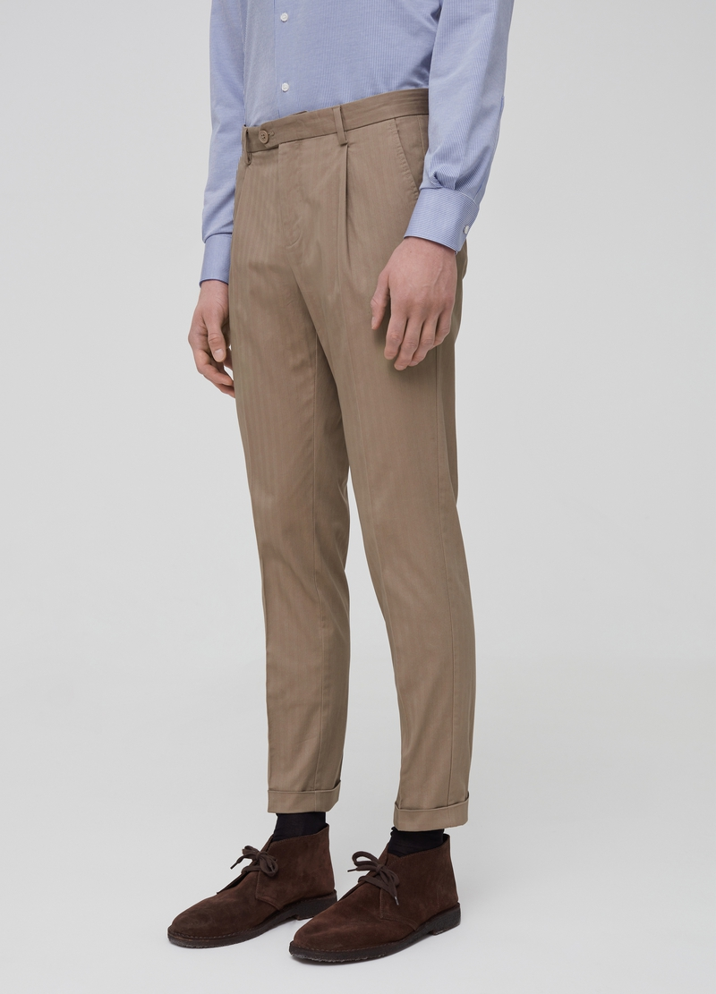 Stretch cotton trousers with darts image number null