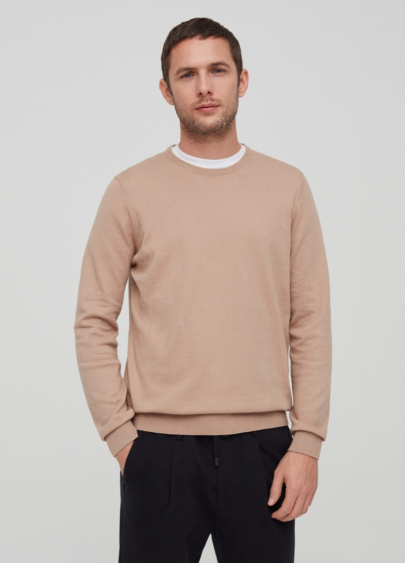 Round neck pullover image number null