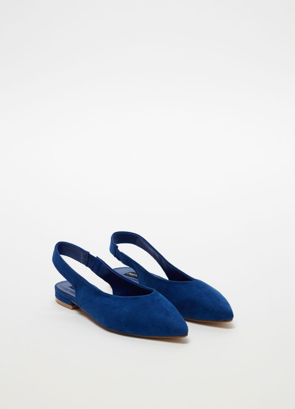 Pointed flat sandal