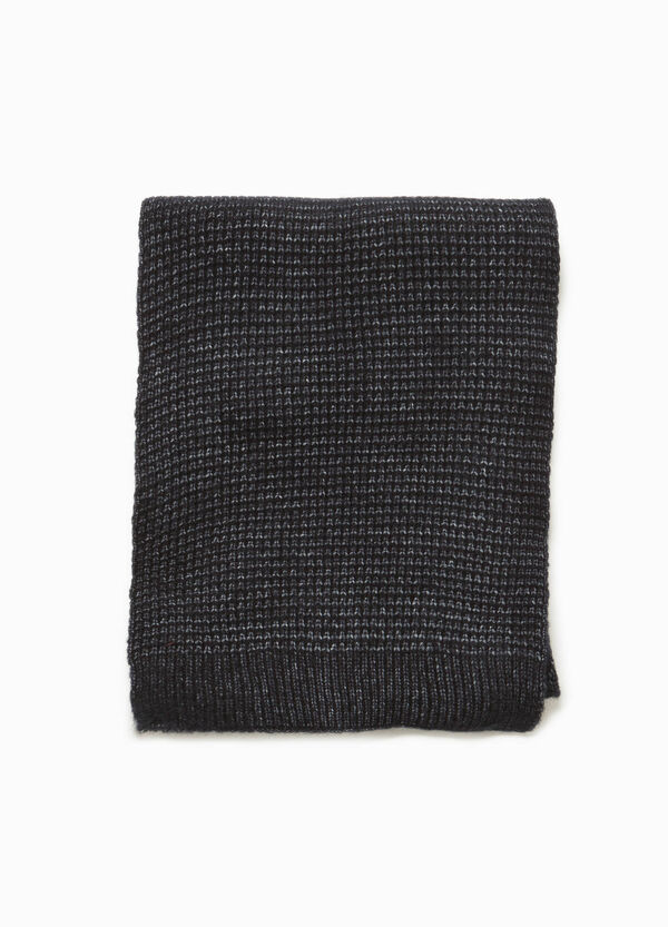 Solid colour knitted scarf