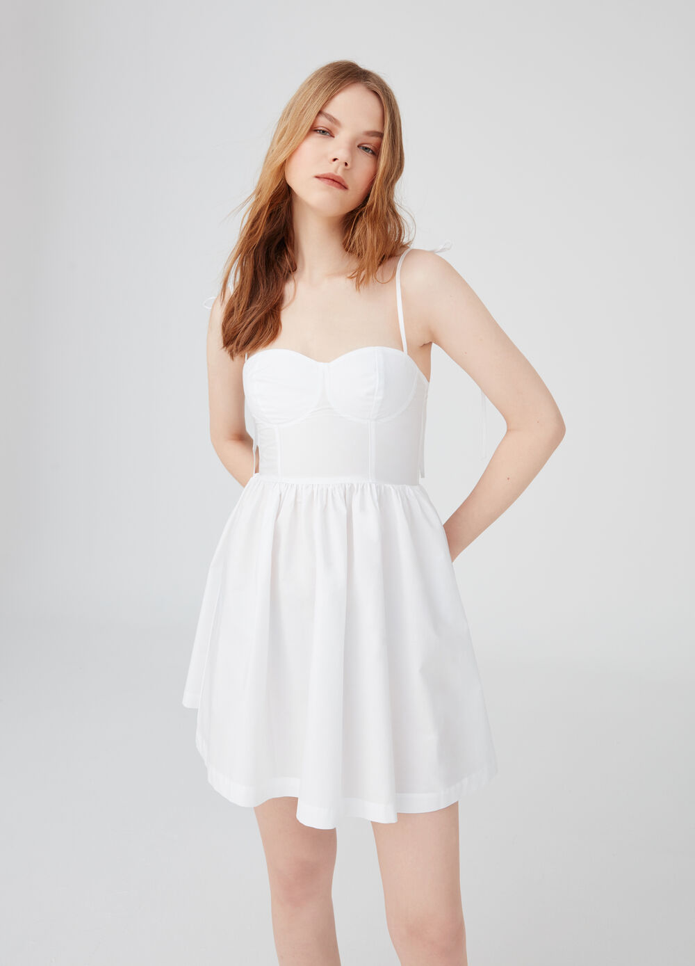 Dress with sweetheart neckline and pleated skirt