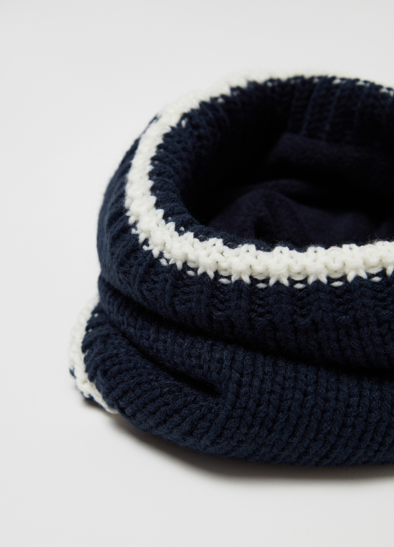 Knitted scarf with contrasting edges image number null