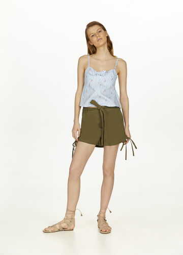 Shorts in 100% cotton with belt
