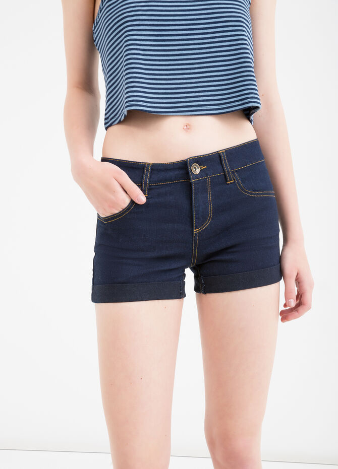 Solid colour stretch shorts with turn-ups
