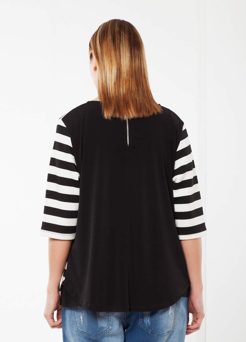 Striped Curvy T-shirt image number null