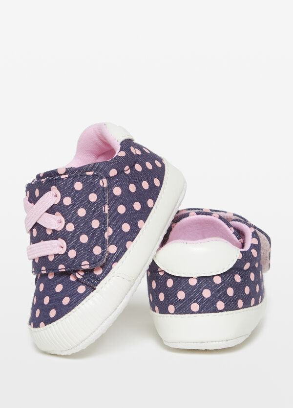 Sneakers di jeans a pois