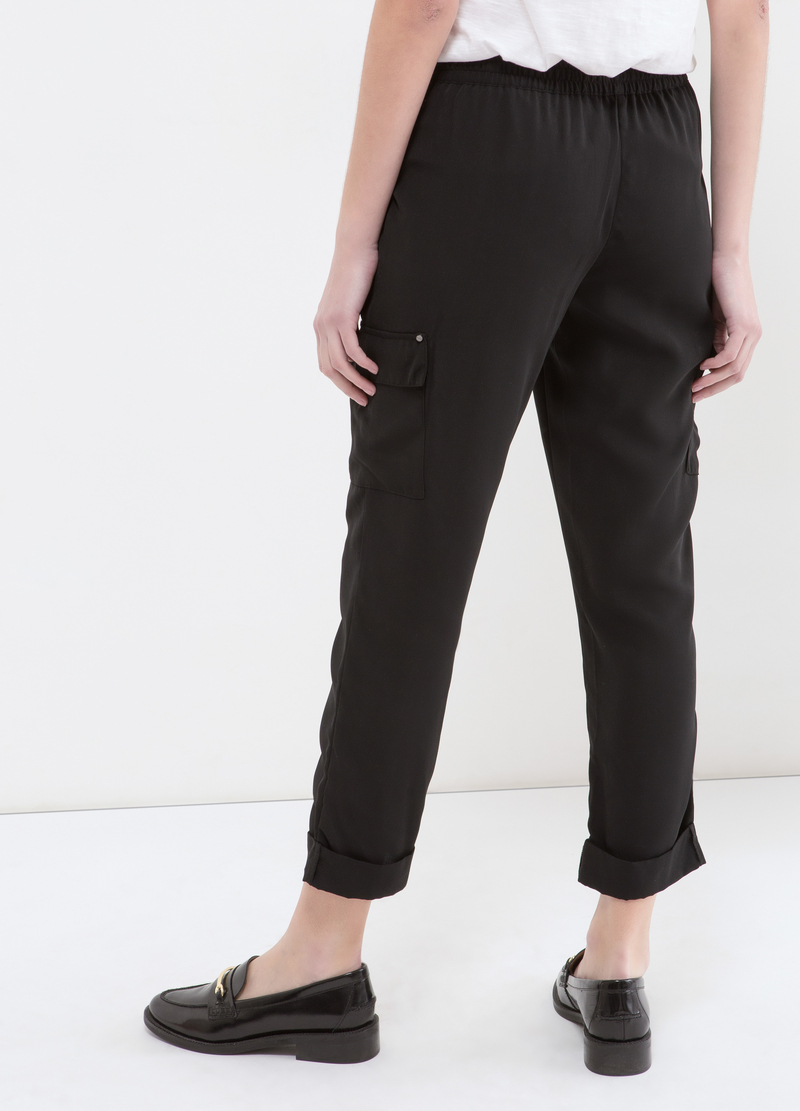 Capri pants with big pockets image number null