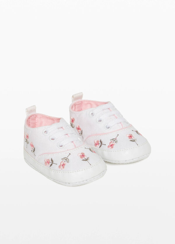 Canvas sneakers with floral embroidery