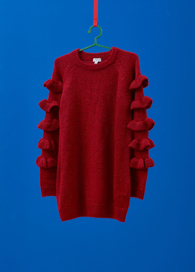 Pullover with flounces on sleeves