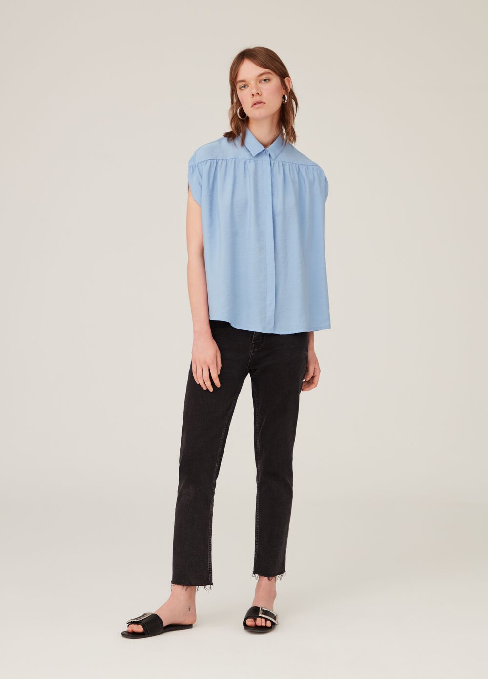 Shirt with bluff collar and cap sleeves