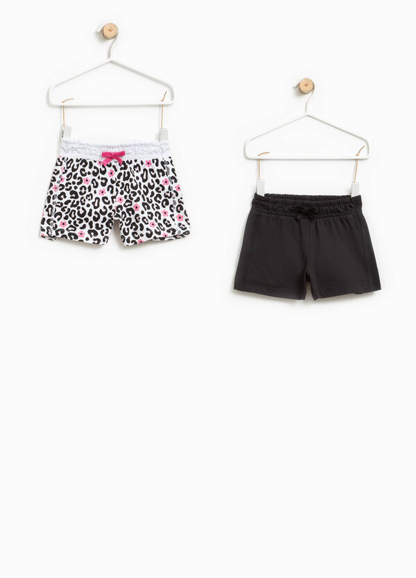 Two-pack solid colour and animal patterned shorts | OVS