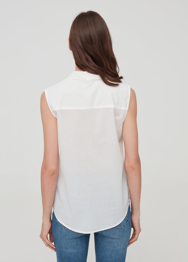 Sleeveless shirt with buttons image number null