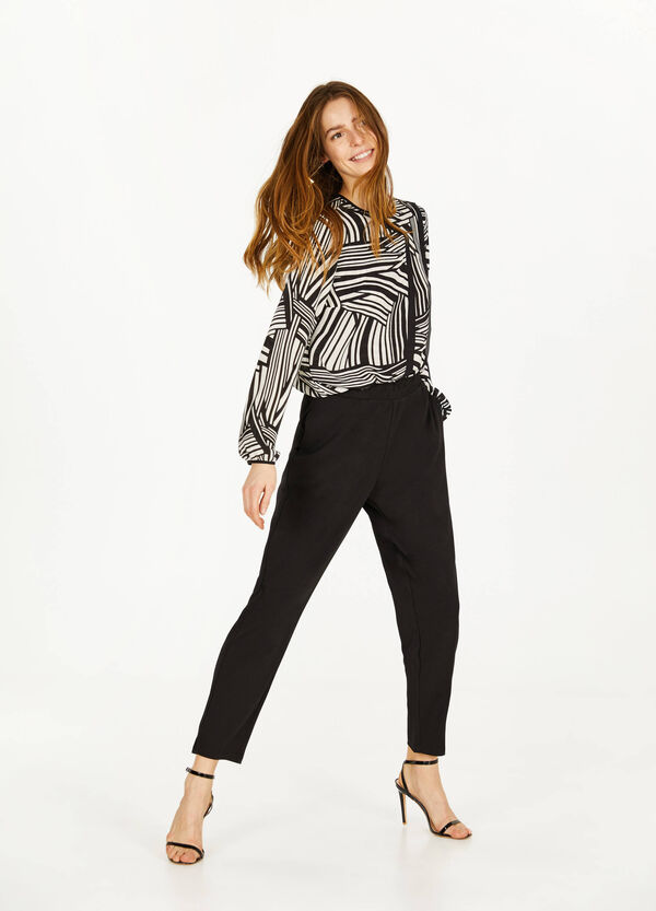 Geometric patterned blouse with round neck