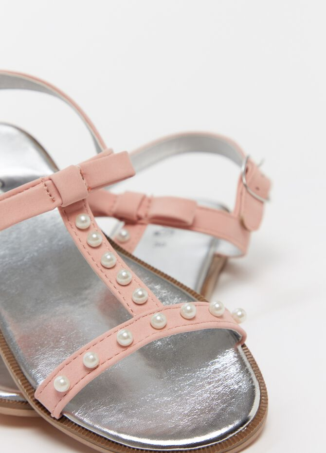 Sandals with bow and beads