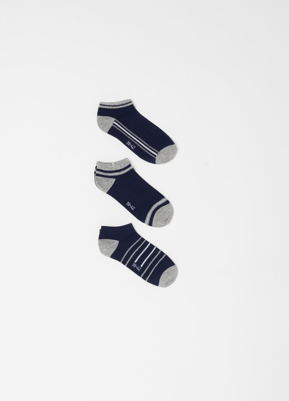 Three-pack stretch ankle socks with pattern