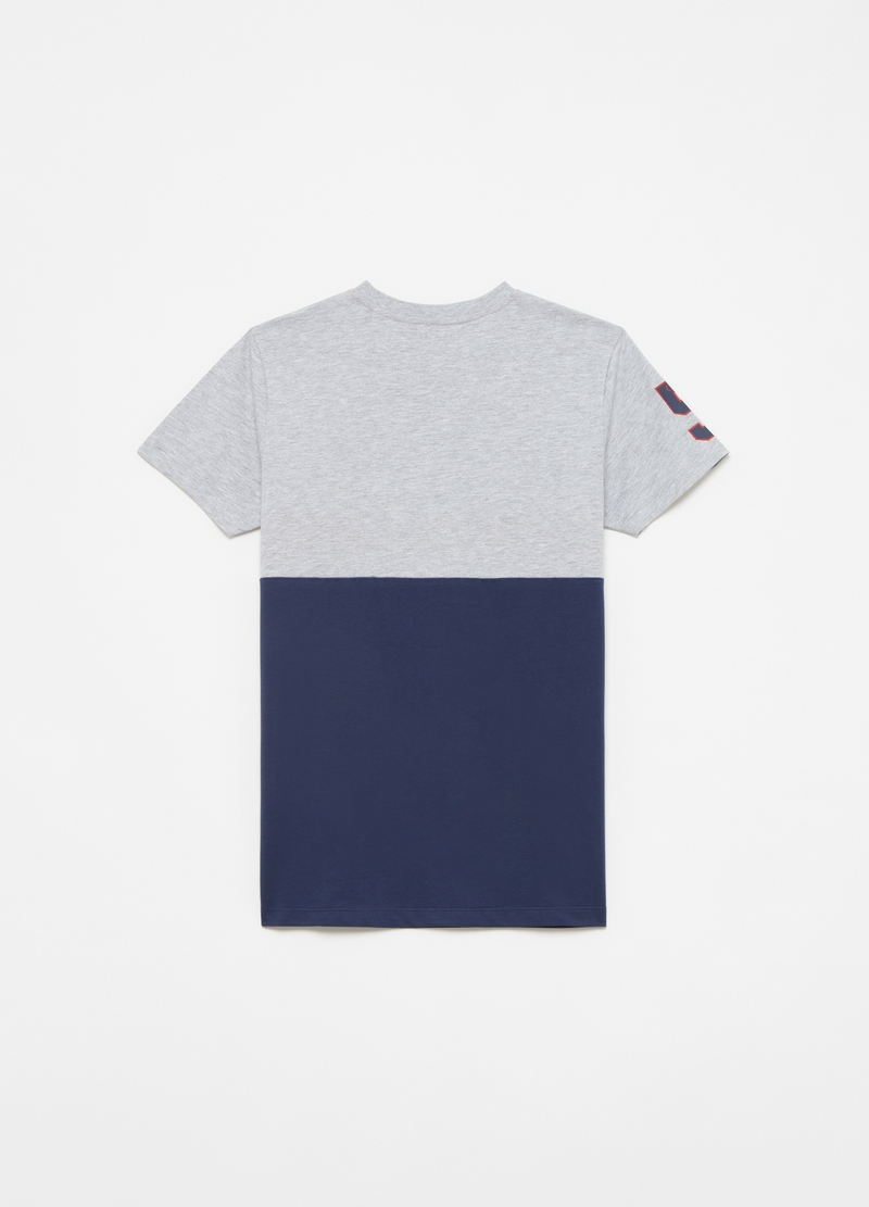 Block colour T-shirt with print image number null