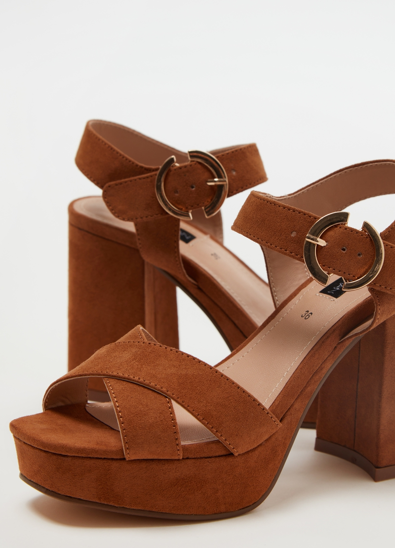 Sandals with heels and platform image number null