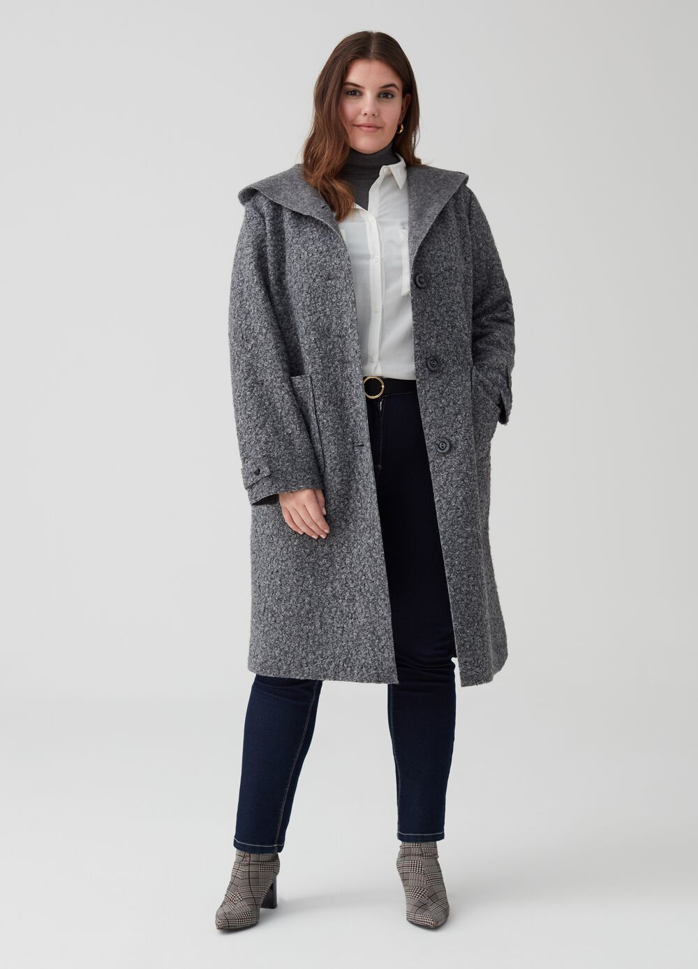Curvy bouclé coat with hood