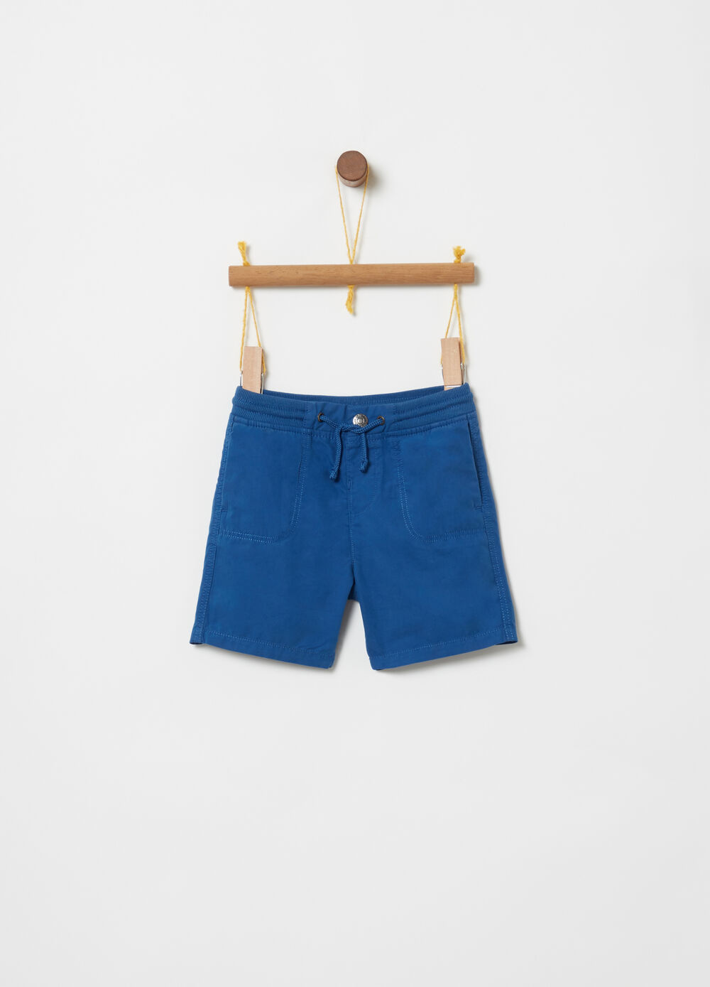 Shorts with ribbing, drawstring and pockets