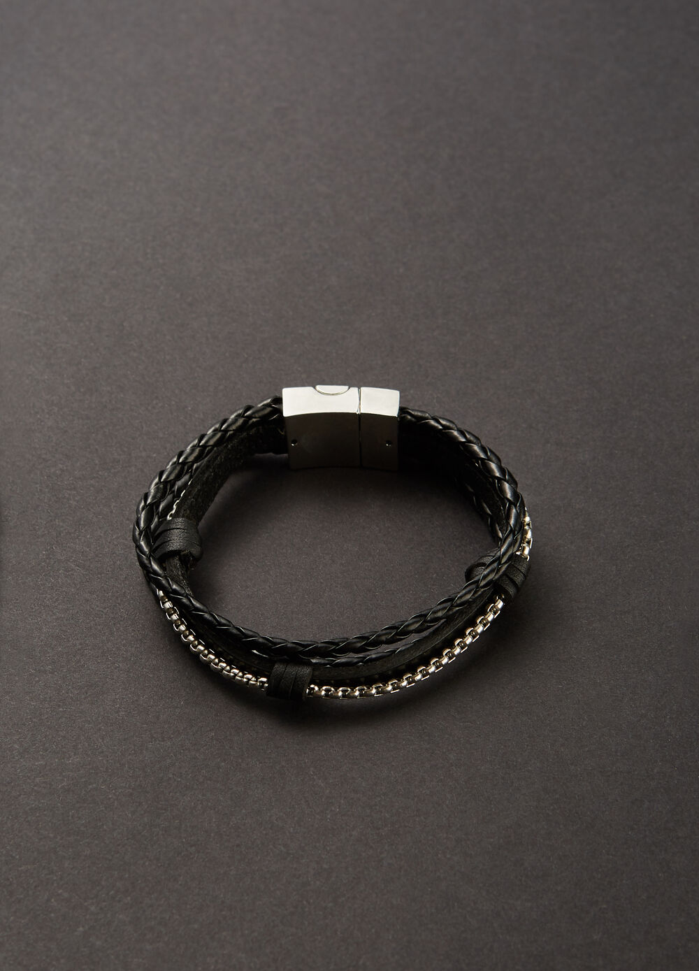 Bracelet with woven threads and chain insert