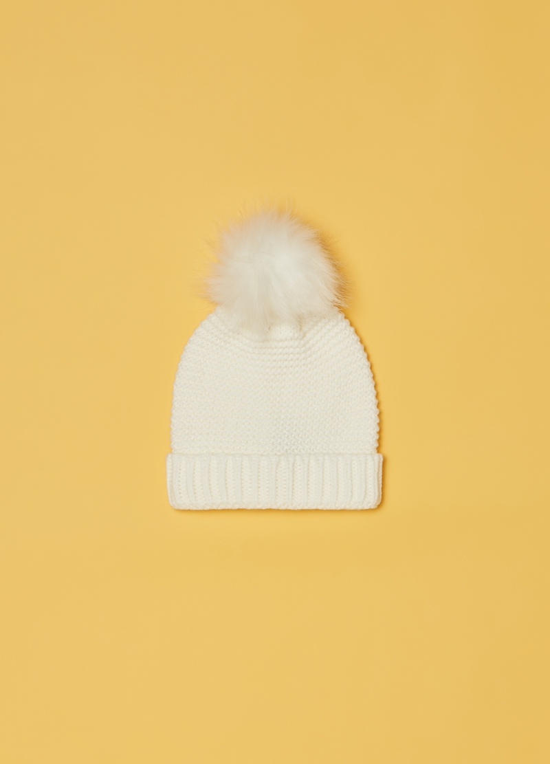 Solid colour hat with pompom image number null