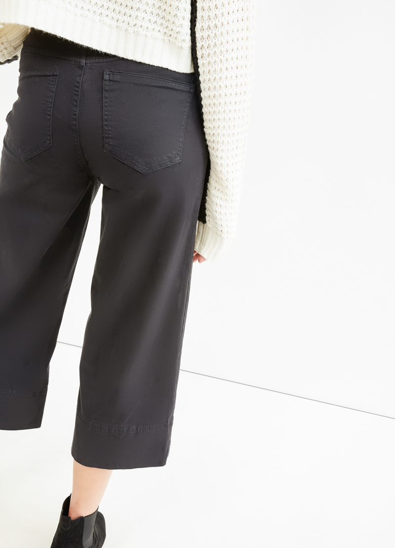 Solid colour gaucho pants. image number null
