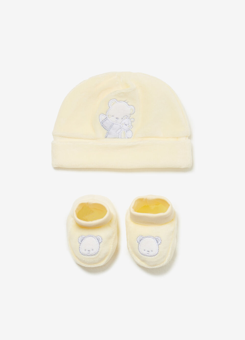 Set consisting of beanie cap and geddy bear baby shoes