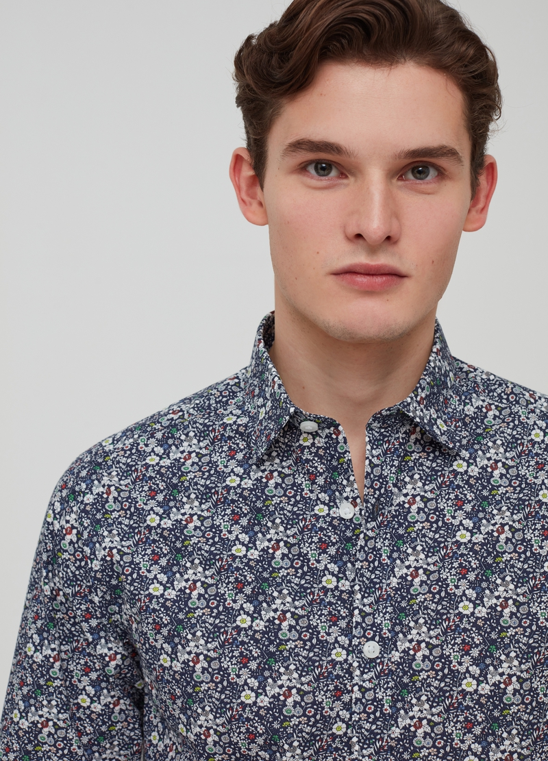 Shirt with bluff collar and flowers pattern image number null