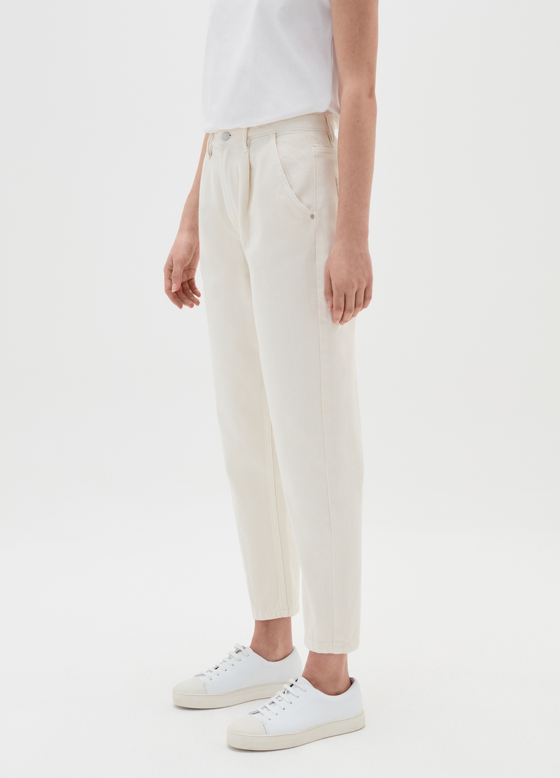 Solid colour slouchy jeans with darts image number null